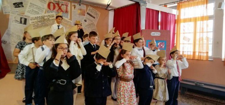 """""""Εφ' όπλου…πένα"""" παράσταση της Δ' τάξης για την επέτειο του 1940!"""