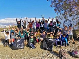 Εθελοντικός καθαρισμός παραλίας από τους μαθητές της Ε' δημοτικού!